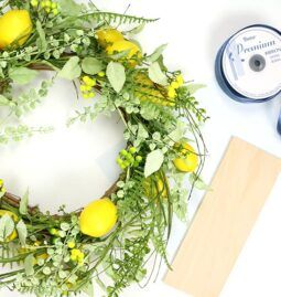 DIY Hello Sunshine Lemon Wreath